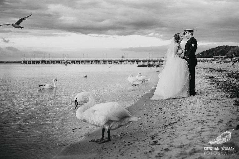 sesja ślubna nad morzem, sesja w Gdyni, sesja marynarska, zdjęcia ślubne nad morzem, plener ślubny nad morzem, sesja Gdynia, sesja na plaży